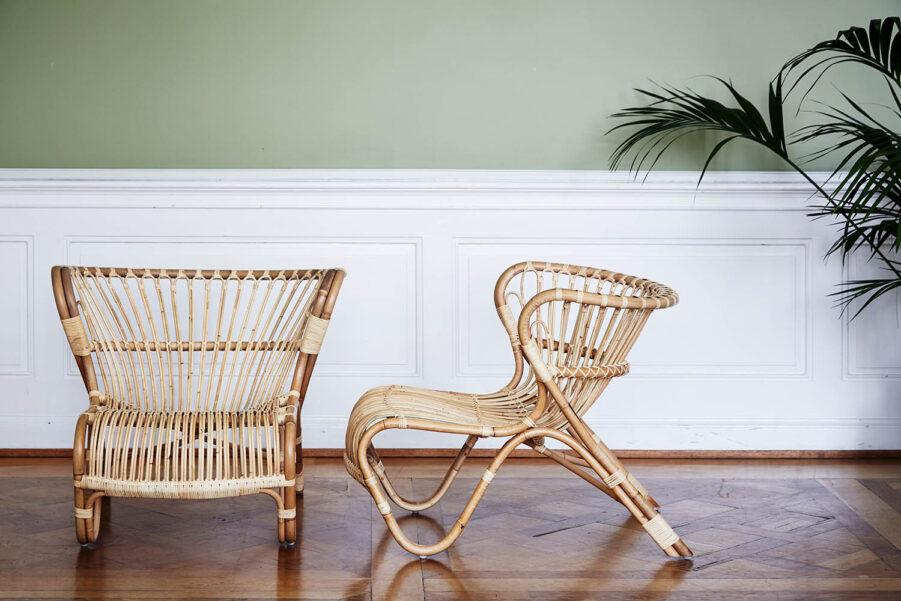 Miljöbild på rottingstolen fox i färgen natur.