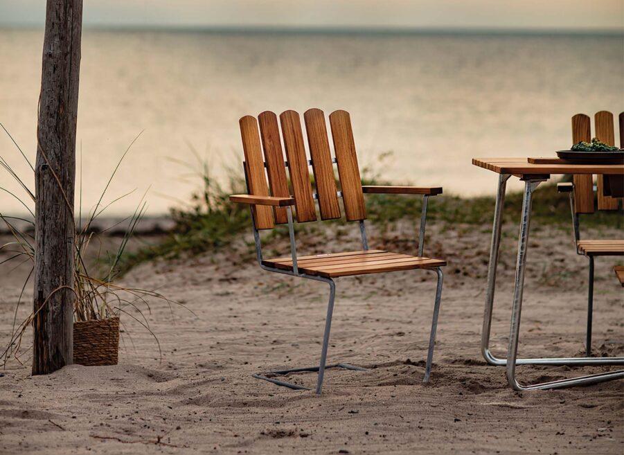 Miljöbild på A2 stol i teak.