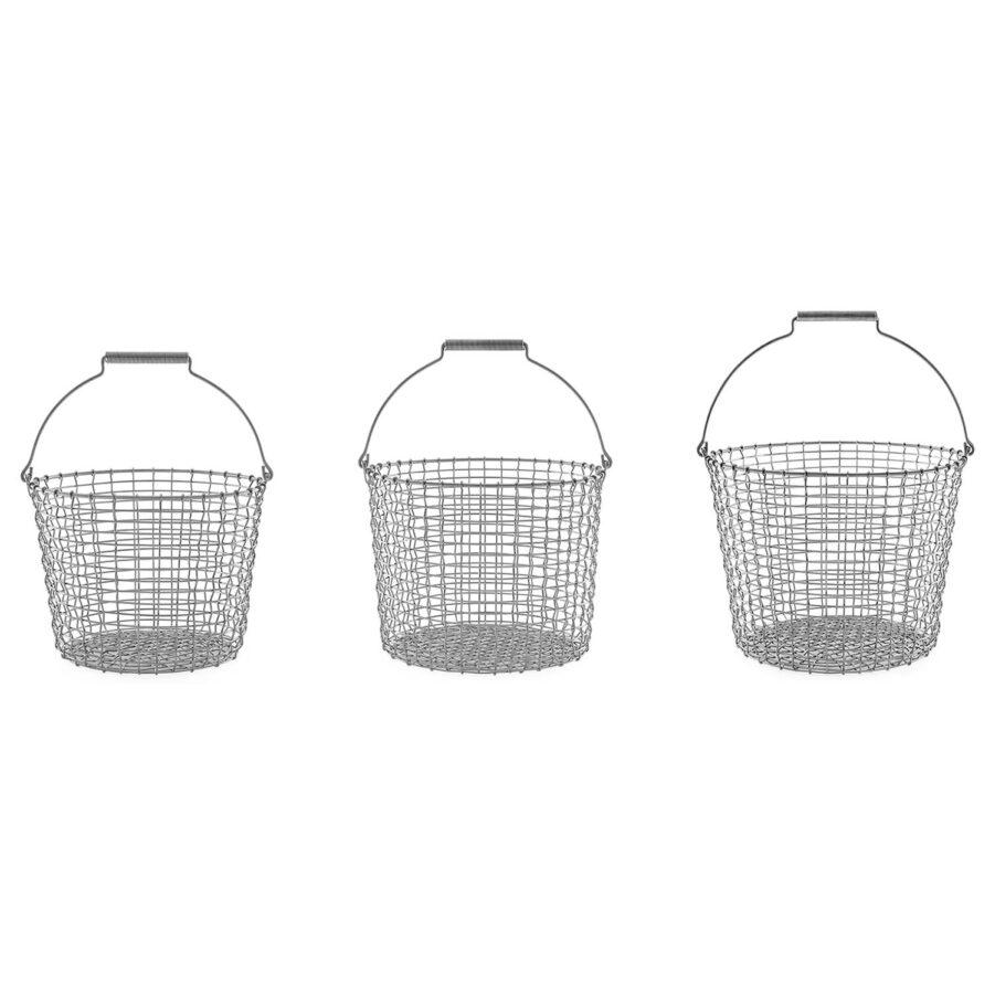 Bucket korgar från Korbo i syrafast rostfritt stål, i tre storlekar.