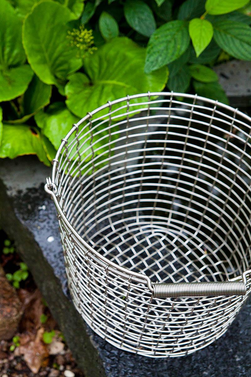 Bucket 24 korg med handtag från Korbo.