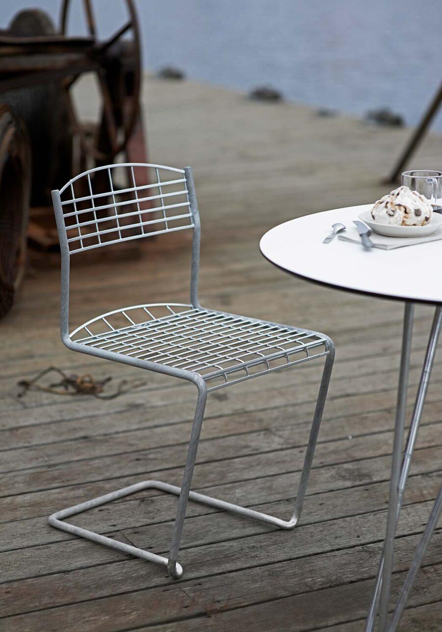 High-tech stol i galvaniserat stål från Grythyttan Stålmöbler.