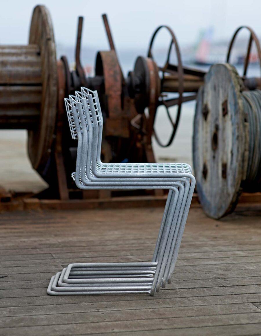 High-tech stolar i galvaniserat stål från Grythyttan Stålmöbler.