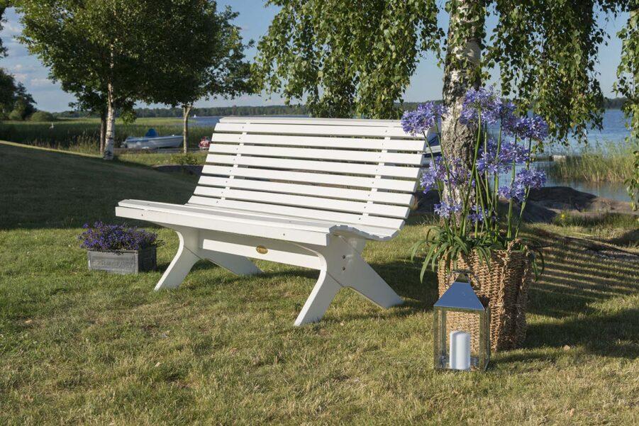 Miljöbild på Lund soffa i vitt från Hillerstorp.