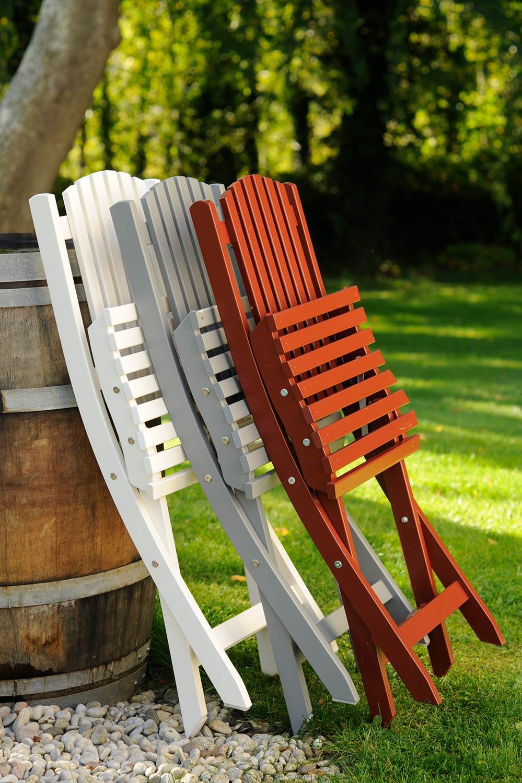 Slite stol i vitt, grått och rött från Guteform på Gotland.