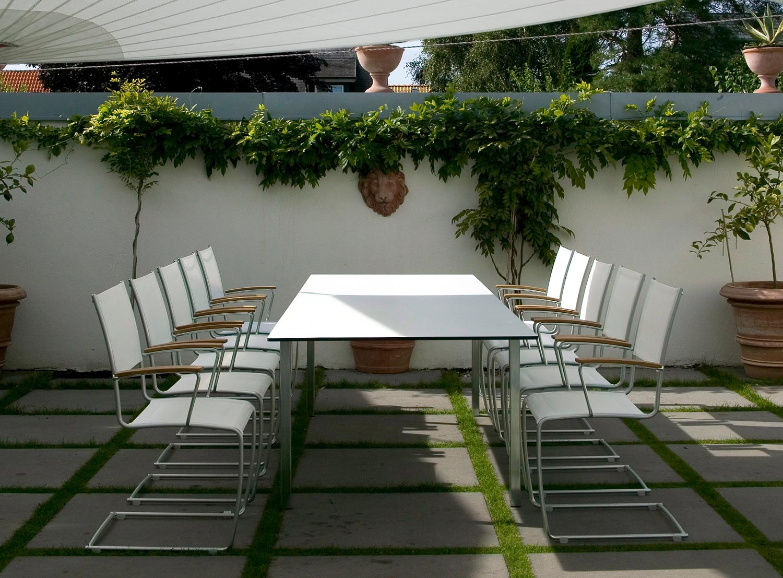 Spring matgrupp i vit textilene designad av Staffan Hultgren.