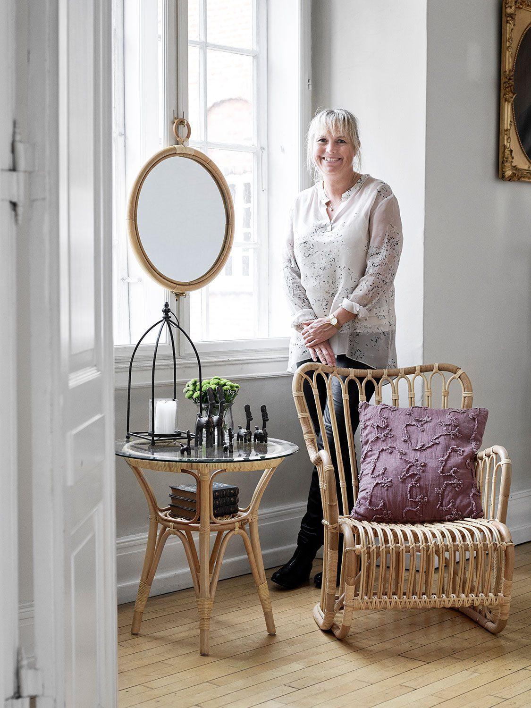 Louise fåtölj och Monet sidobord i naturfärgad rotting från Sika Design.