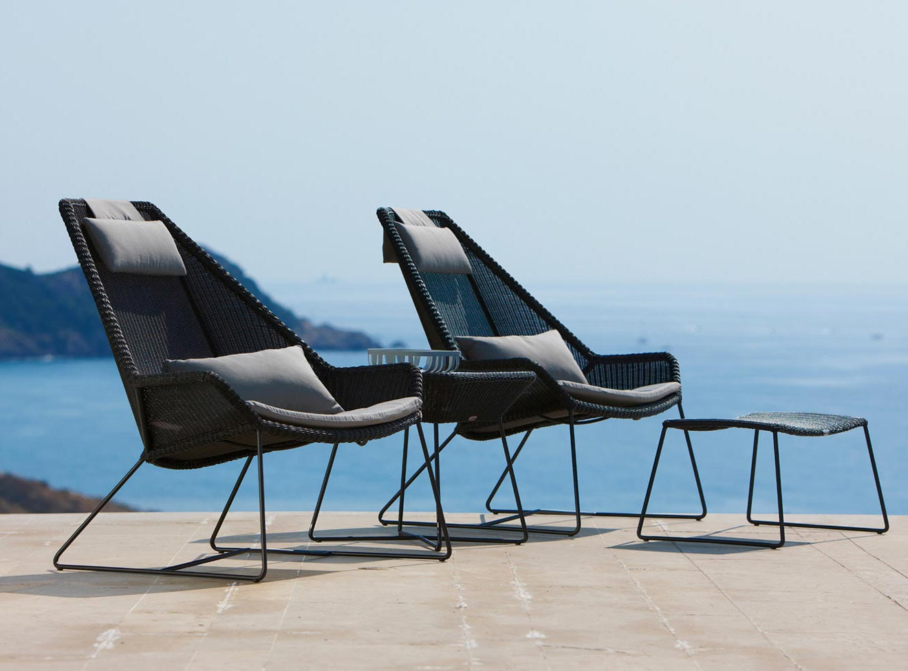 Breeze highback fåtöljer i svart konstrotting från Cane-line.
