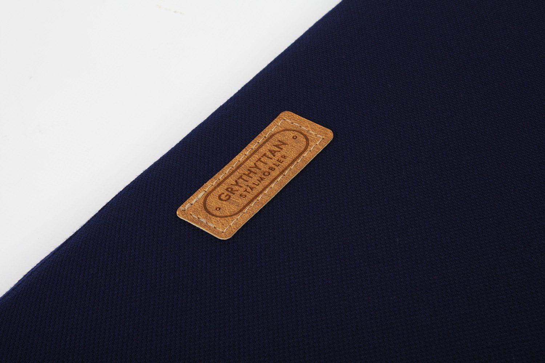 Detaljbild på en blå sittdyna från Grythyttans Stålmöbler.
