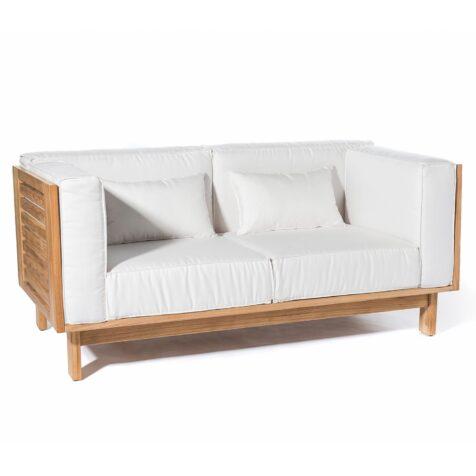 Skanör soffa i teak med vita Sunbrella dynor från Skargaarden.