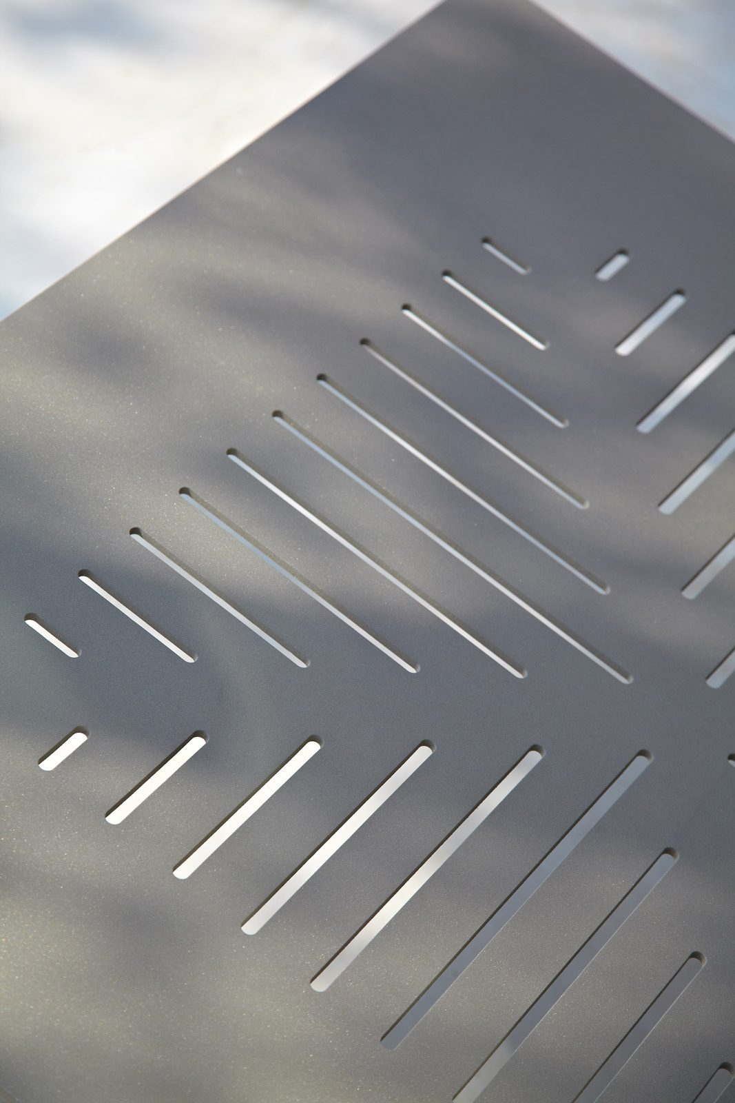 Detaljbild på Conic soffbord i taupe.