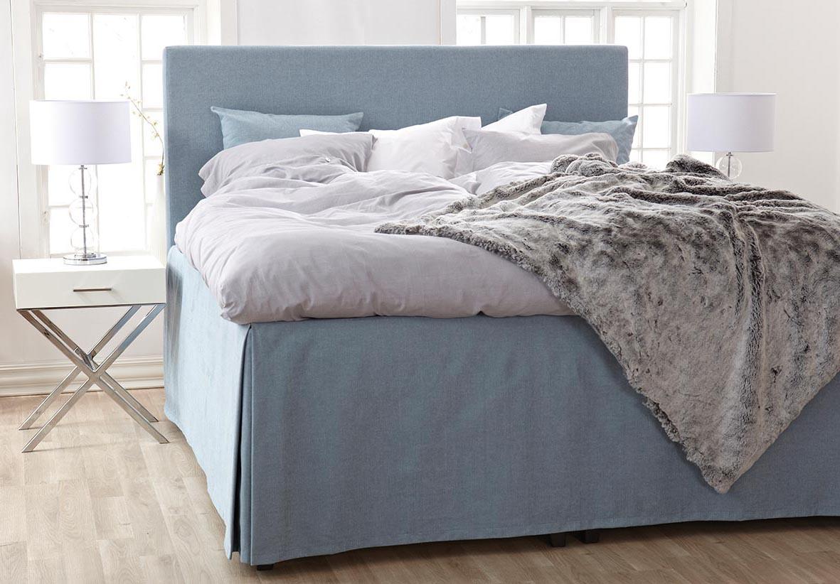 Horndal sänggavel i miljö med sängkappa.