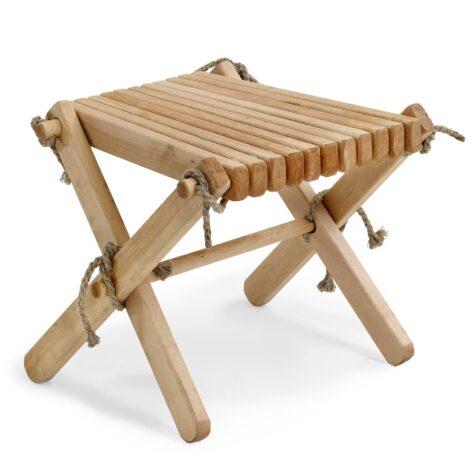 Ribbon eller Eco Chair pall i oljad björk, kommer från Kila Möbler.