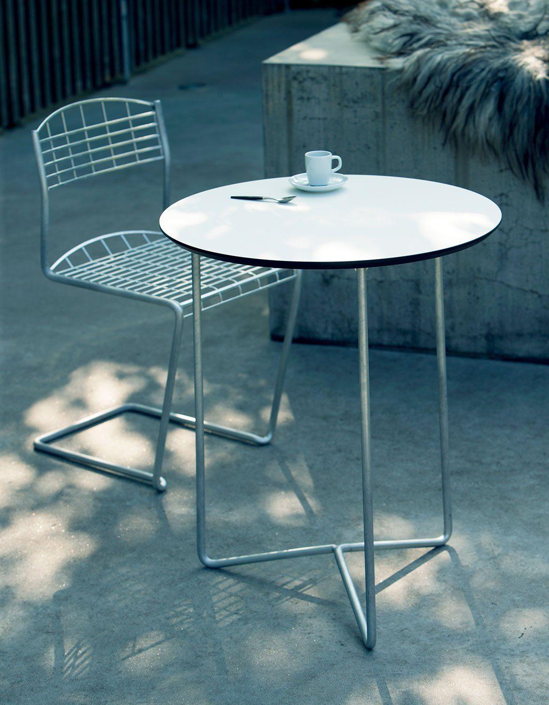 High-tech stol med tillhörande bord från Grythyttan Stålmöbler.