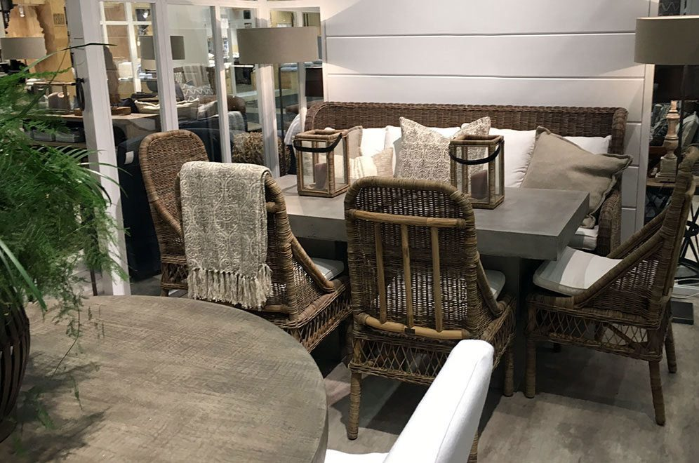 Estelle soffa och Brussel matstol från Artwood med Campos matbord.