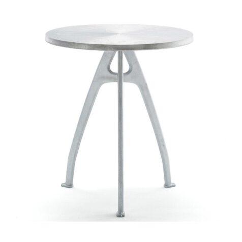 Odd bord i återvunnen aluminium från Byarums Bruk.