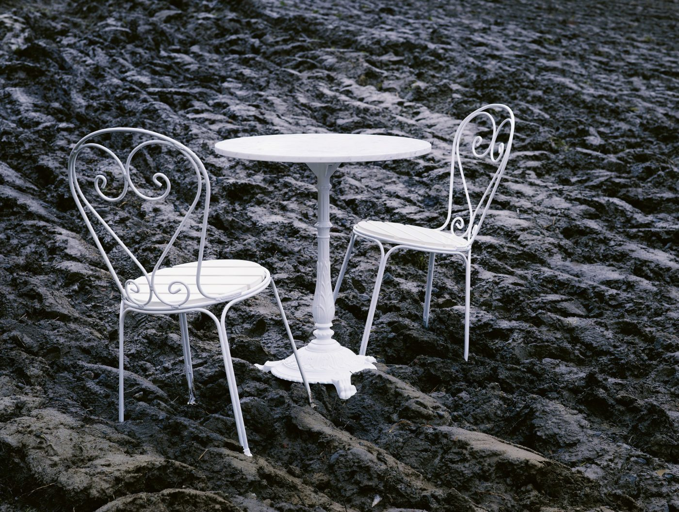 Classic stol och bord från Byarums bruk i vitt.