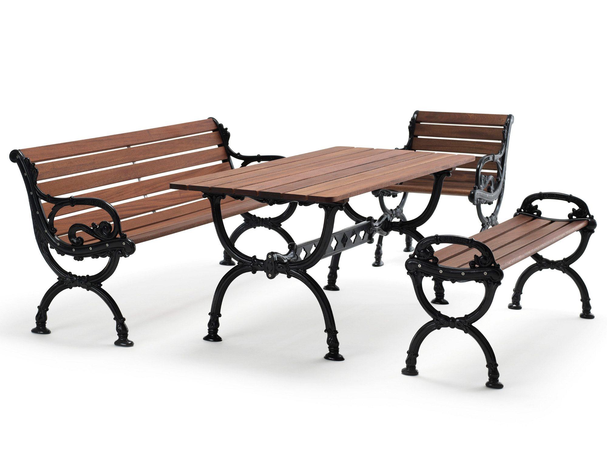 Byarum soffa, bänk, bord och fåtölj i brunlaserad furu med svarta gavlar från Byarums Bruk.