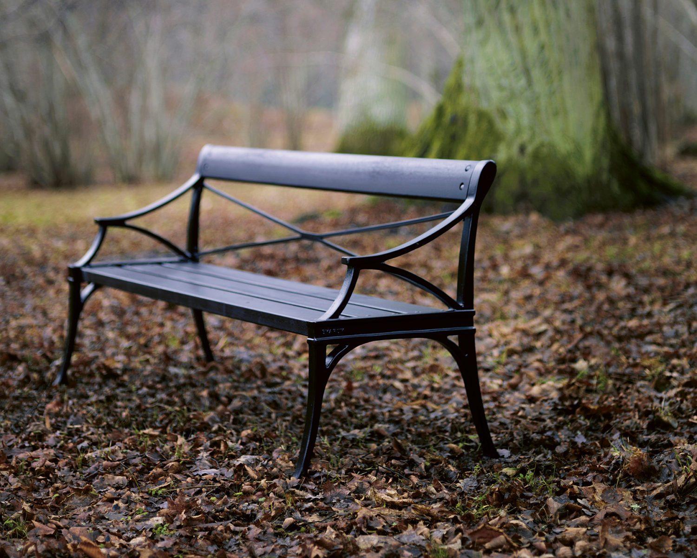 Miljöbild på Lessebo soffa i svartlack från Byarums Bruk.