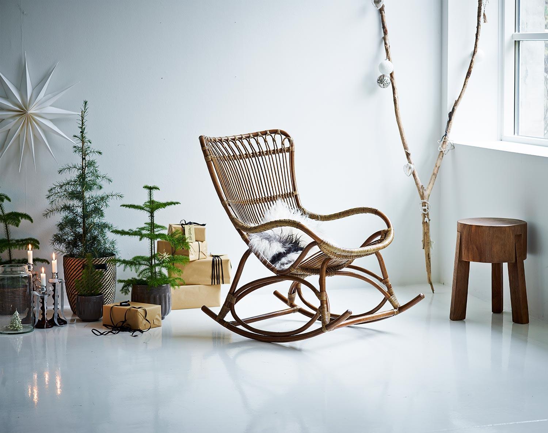 Monet gungstol i antikfärg ur Originals kollektionen från Sika Design.