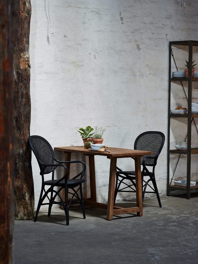 Rossini karmstol med teakbord från Sika-Design.