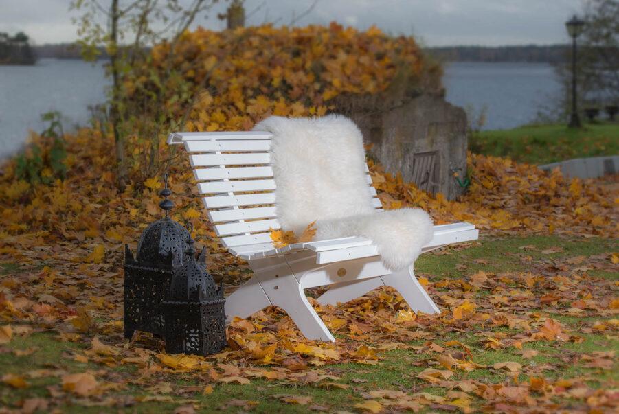 Hillerstorp Lund soffa vit, Praktö fårskinn