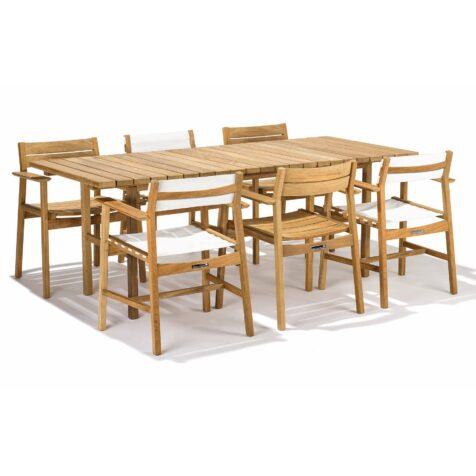 Djurö matgrupp i teak med blandade stolar i teak och teak/textilene.