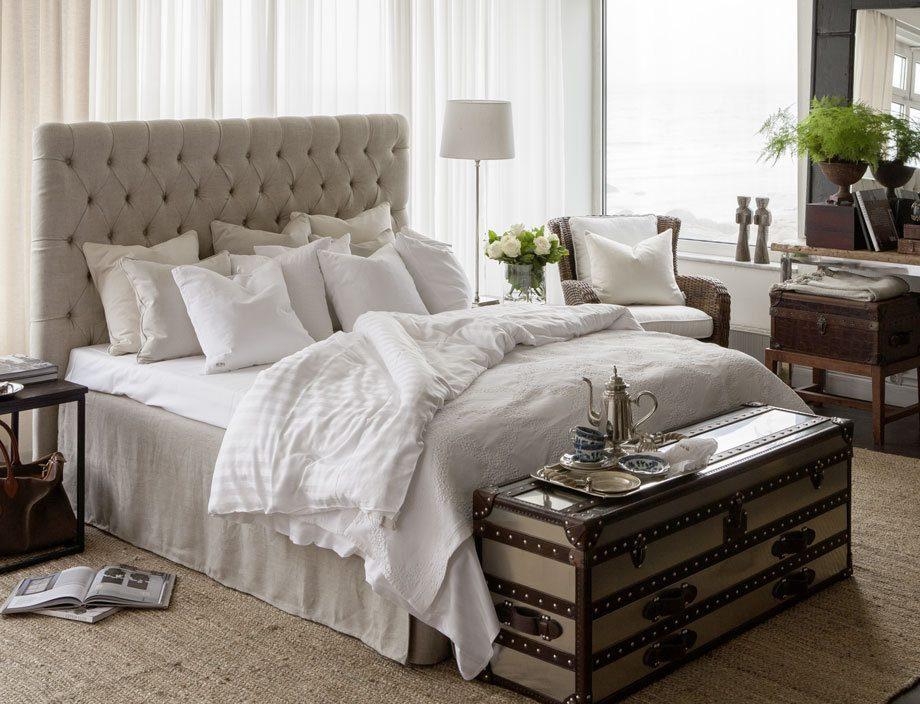 London sänggavel i linnetyg.