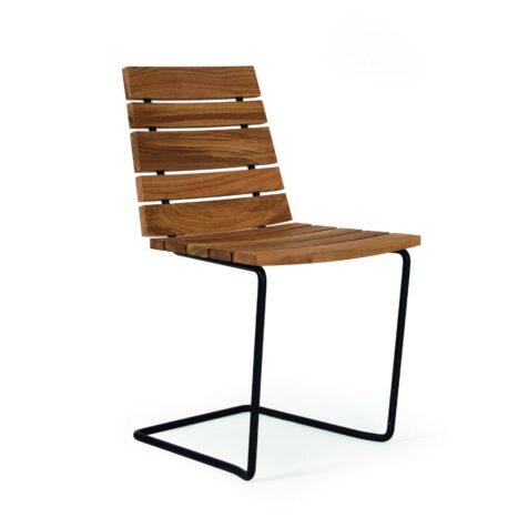 Grinda stol i teak med svart stativ.