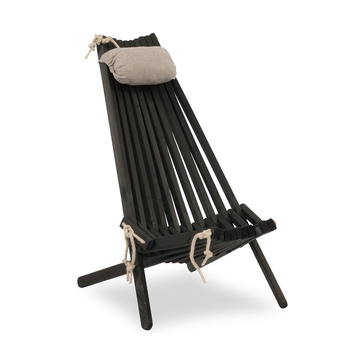 Ribbon vilstol i svartlaserad furu med nackkudde.