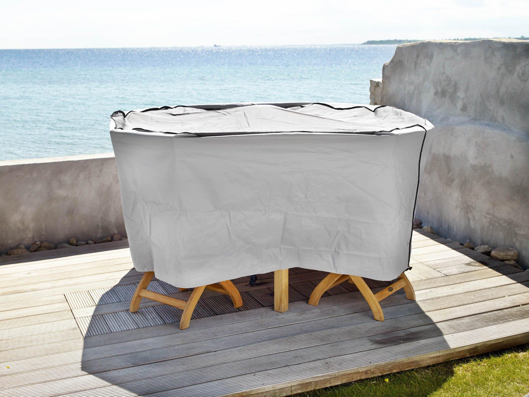 Miljöbild på möbelskydd med liten matgrupp i teak.