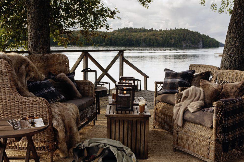Möbelserien Estelle här i en höstig miljö.