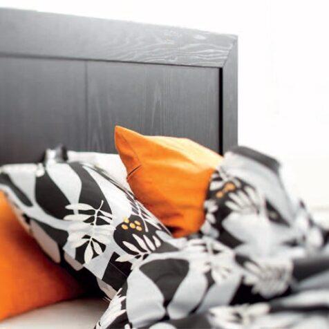 Nygård sänggavel i svartbetsad ek