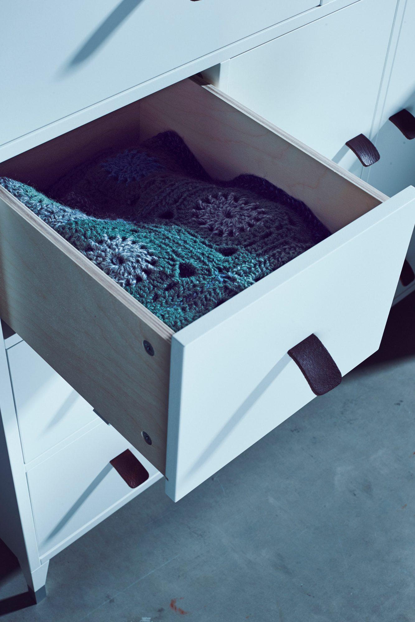 Abisko skänk med öppen låda