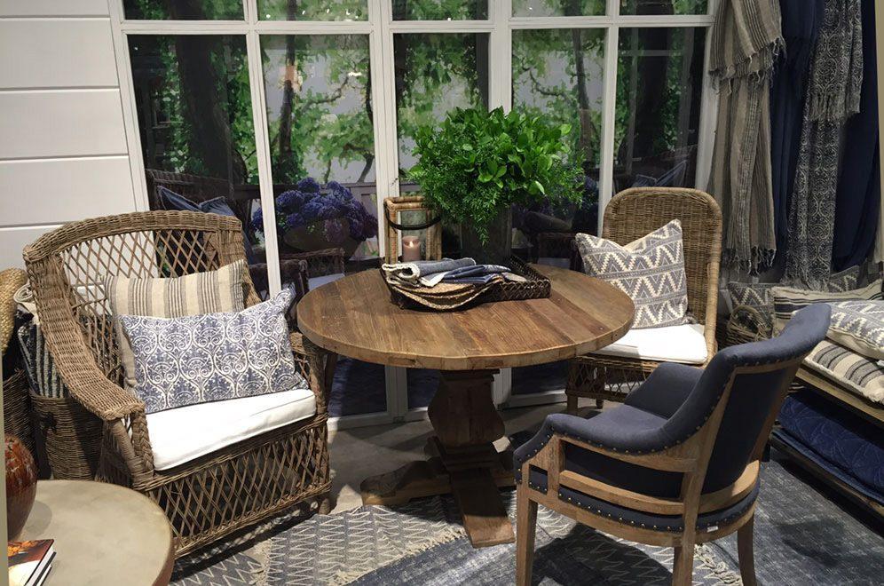 Estelle fåtölj med Shelton och Brussel stol tillsammans med Salvage bord från Artwood.