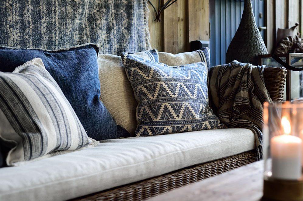 Närbild på Arlington soffa i rotting från Artwood.