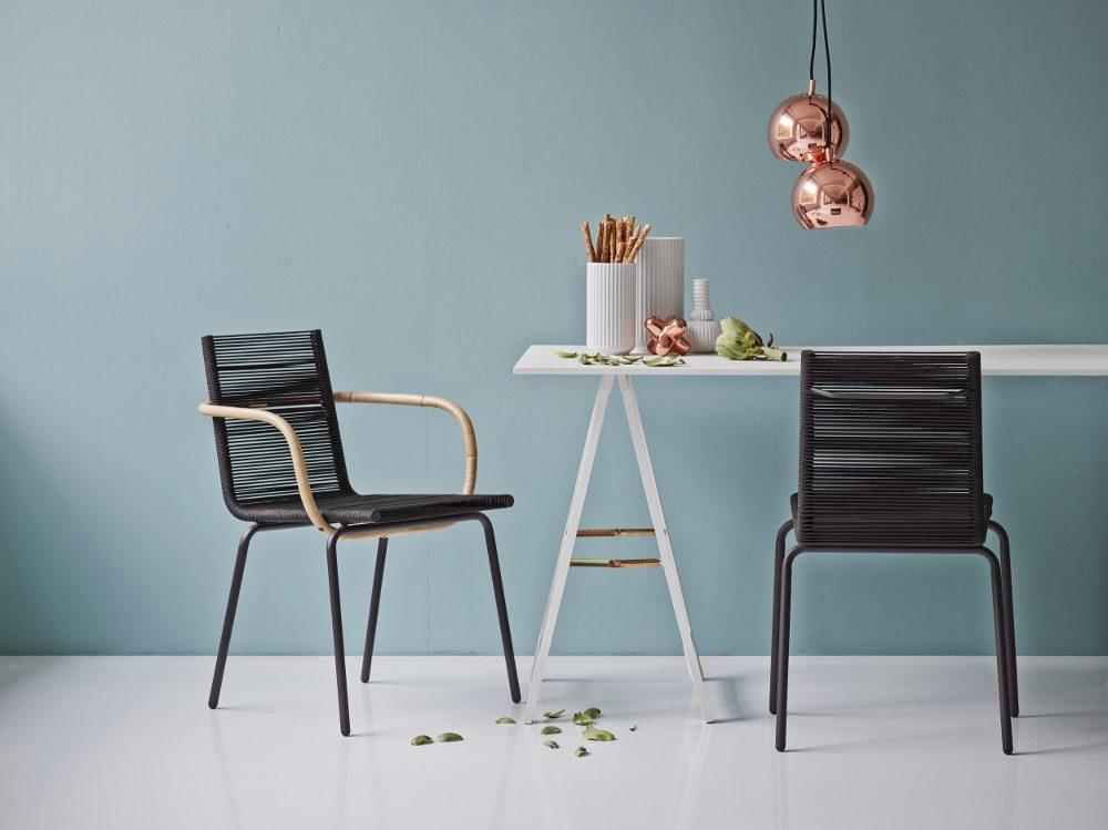 SIDD karmstol och matstol i svart.