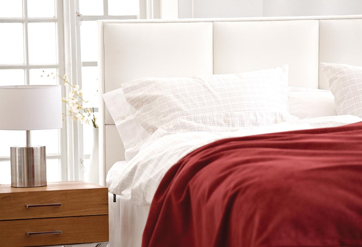 Kronäng sänggavel detalj.