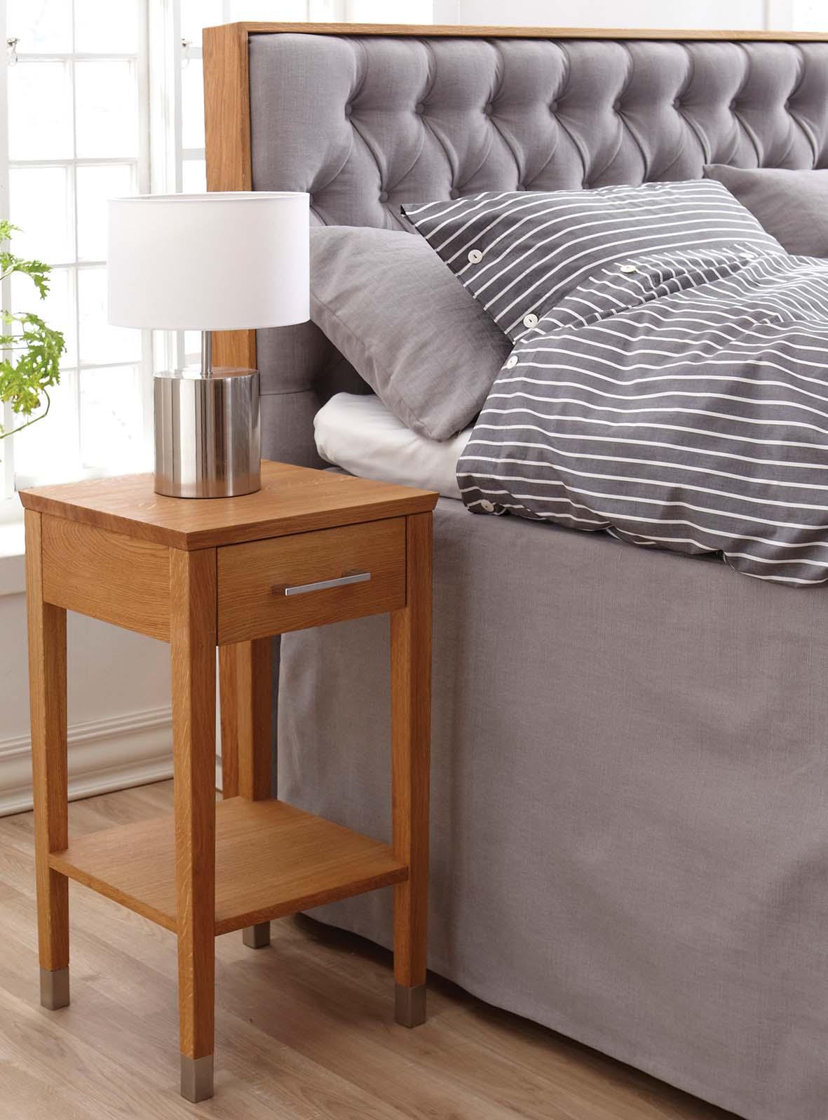 Solhall sänggavel med ekram.