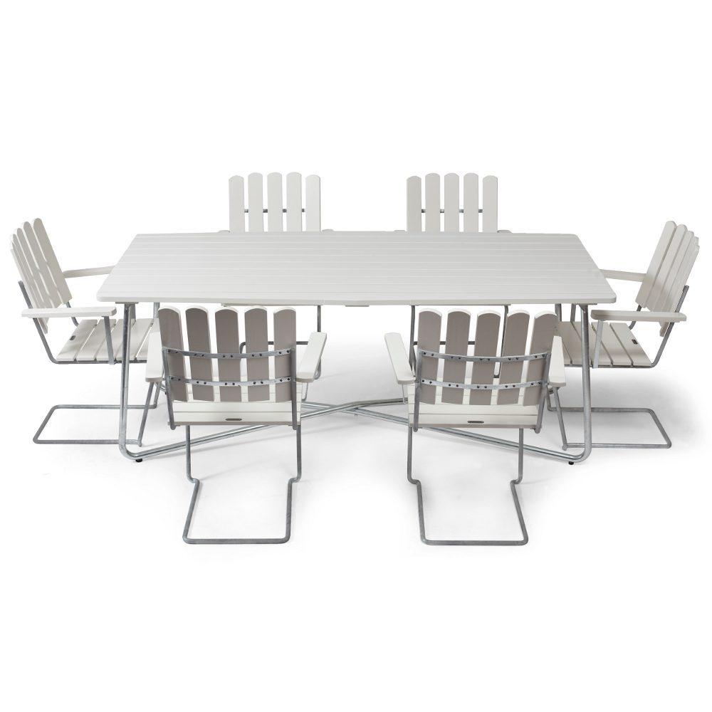 Klassikergrupp från Grythyttan bestående av sex A2 fåtöljer och ett stort B30 bord i vitlackad ek.