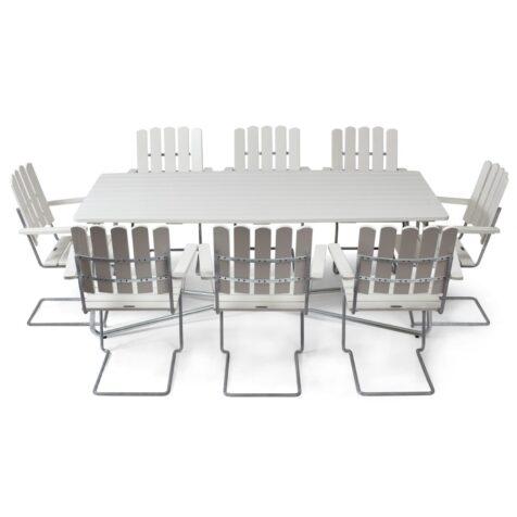 Klassikergrupp från Grythyttan bestående av åtta A2 fåtöljer och ett stort B30 bord i vitlackad ek.