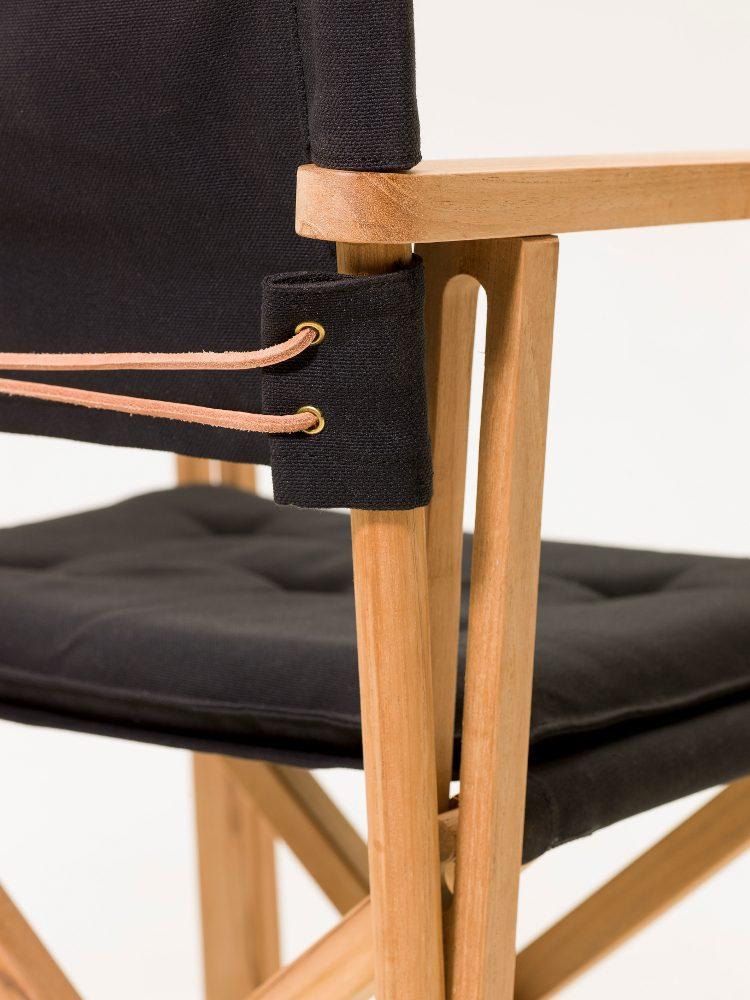 Detaljbild på stolen På Kryss i svart.
