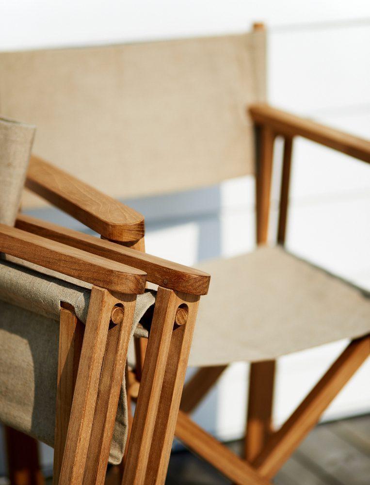 Detaljbild på Kryss stolen i teak och canvas.
