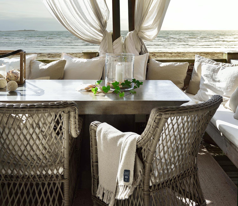 Marbella karmstolar i konstrotting med Campos matbord.