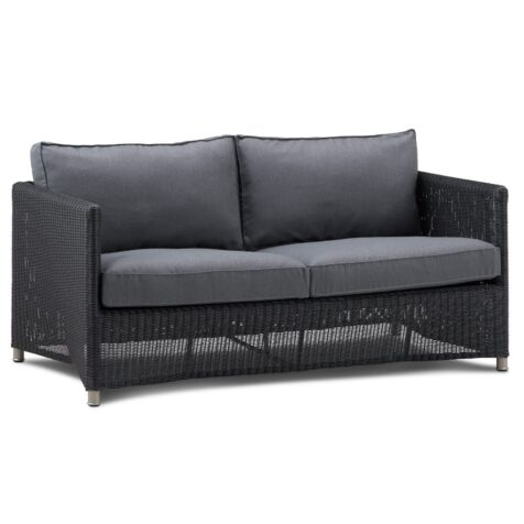 Diamond 2-sitssoffa i svart Cane-line fiber med grå sunbrella dyna från Cane-line.