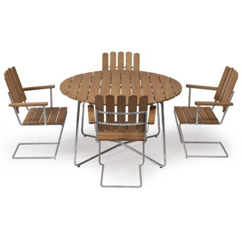 Klassikergrupp från Grythyttan bestående av fyra A2 fåtöljer och ett 9A bord i oljad ek.