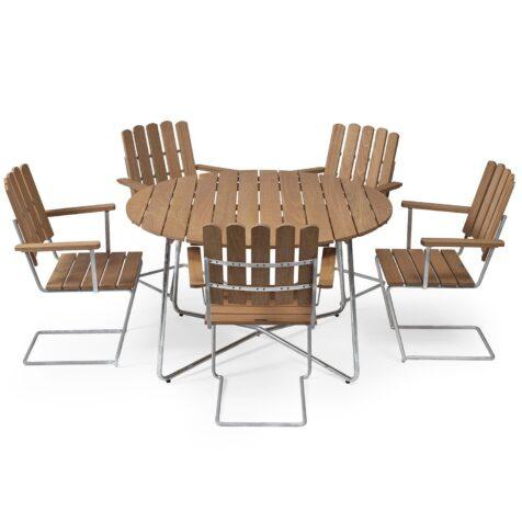Klassikergrupp från Grythyttan bestående av fem A2 fåtöljer och ett 9A bord i oljad ek.