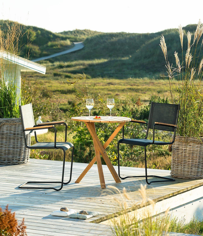 Summer cafégrupp med svarta stolar från Inout | Form.