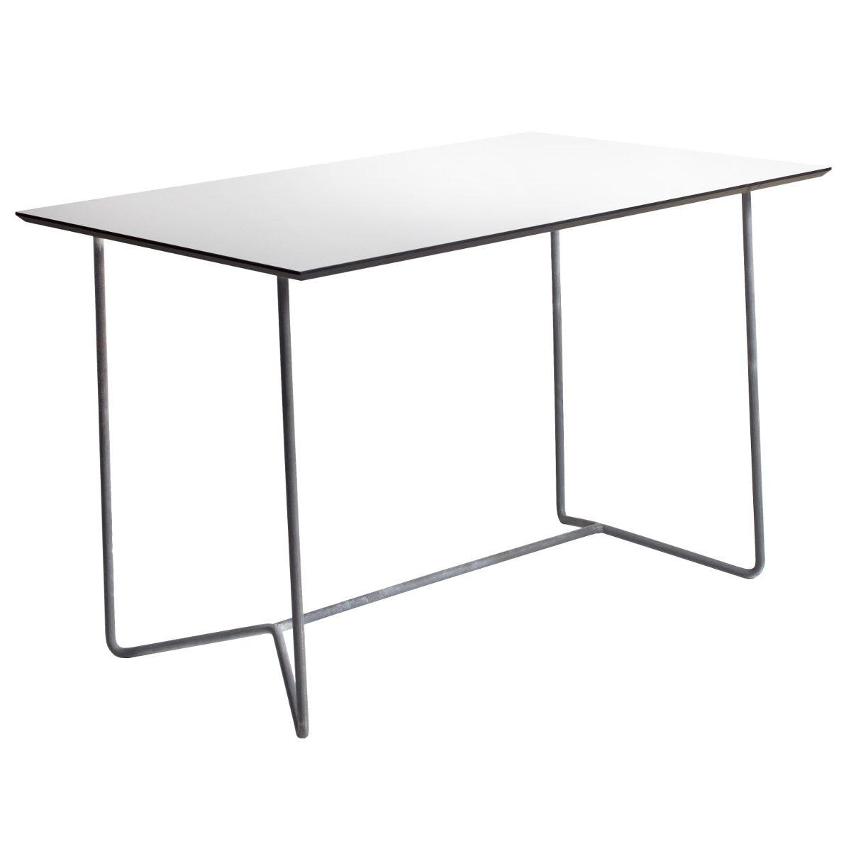 High Tech matbord i galvaniserat stål och vit laminatskiva från Grythyttans Stålmöbler.