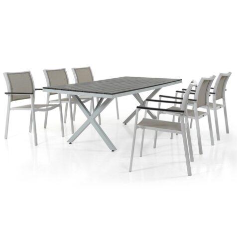 Scilla stapelstol tillsammans med Leone matbord från Brafab.