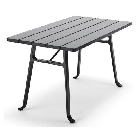 Seriff bord från Byarums Bruk med stativ i svartlackad gjuten aluminium och bordsskiva av svartlaserad mahogny.